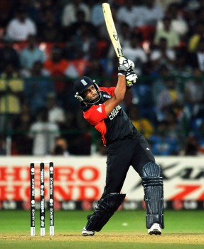 Shahzad clobbers a mighty six