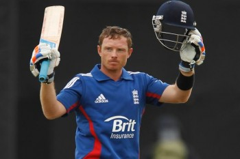 Ian Bell celebrates his hundred