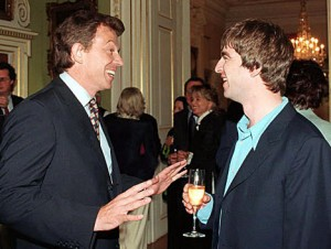 Tony Blair, Noel Gallagher and a just out of shot Graeme Hick discuss the best way to play the short ball.